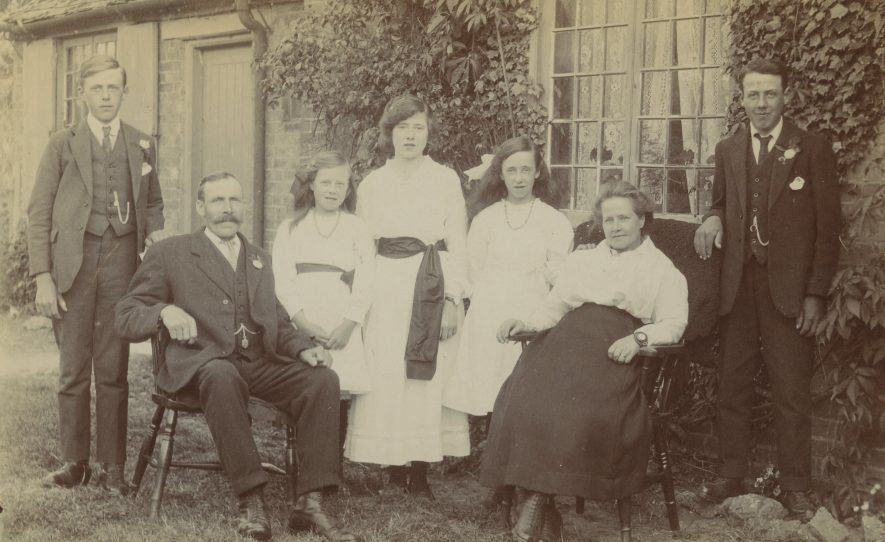 Long Compton. Ratcliffe family, c. 1920 | Image courtesy of Richard Ratcliffe. Warwickshire County Record Office reference PH1318A/5