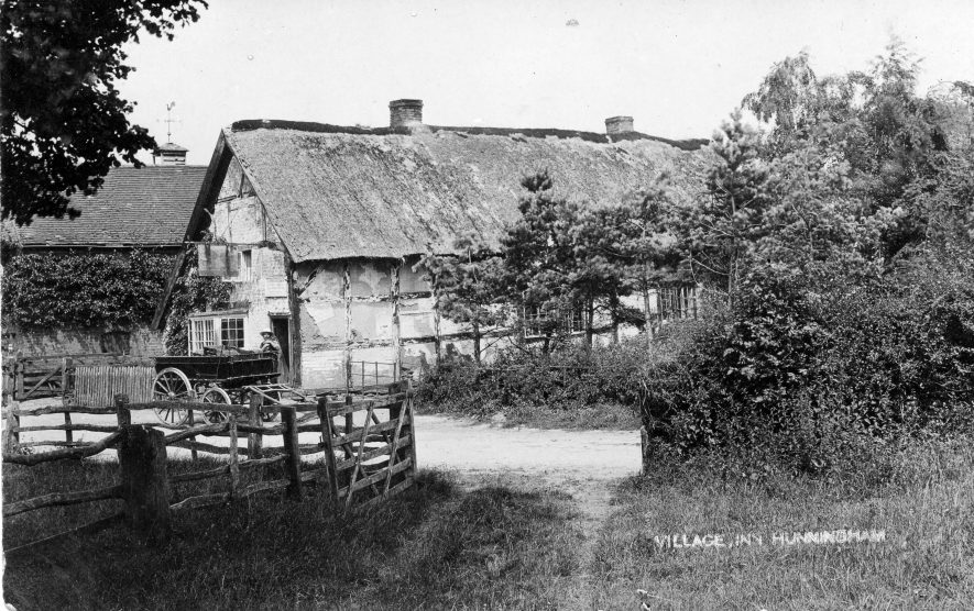 Hunningham. Red Lion Inn, c.1890 | Image courtesy of Pam Taylor