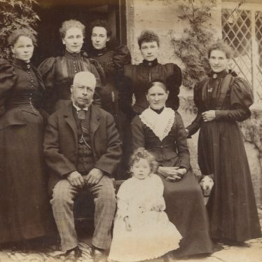 Ladbroke. Edward Hayward and Harriet, nee Band, with six daughters. Grandmother Lucy is second left, c. 1885 | Image courtesy of Jo Lowrie