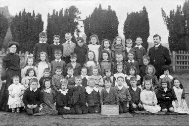 Hunningham.  School Group
