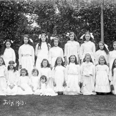 Hunningham.  Group of Girls
