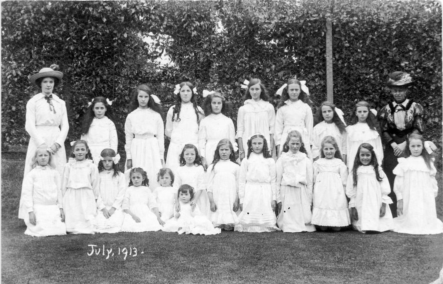 Hunningham. Group of girls, July 1913. | Image courtesy of Pam Taylor