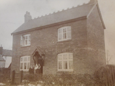 A house with no name. Can you help? | Image courtesy of Warwickshire County Record Office