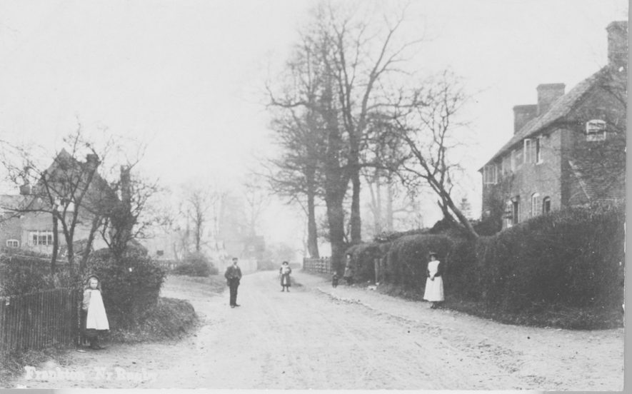 Frankton. Cottages and street scene. A winter's day in Frankton but it must have been mild as the windows of the houses are open. 1910. | Image courtesy of Pam Taylor