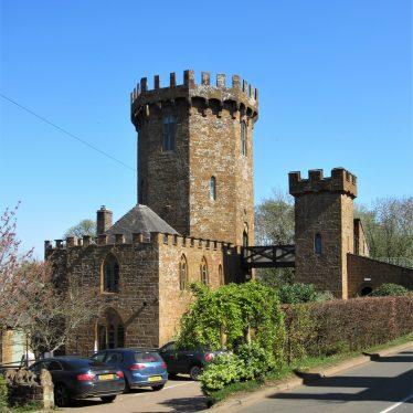 Castle Inn, Edge Hill Jigsaw Puzzle (100 Pieces)