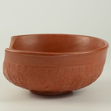 Roman samian bowl. Side view. | Image courtesy of Warwickshire Museum