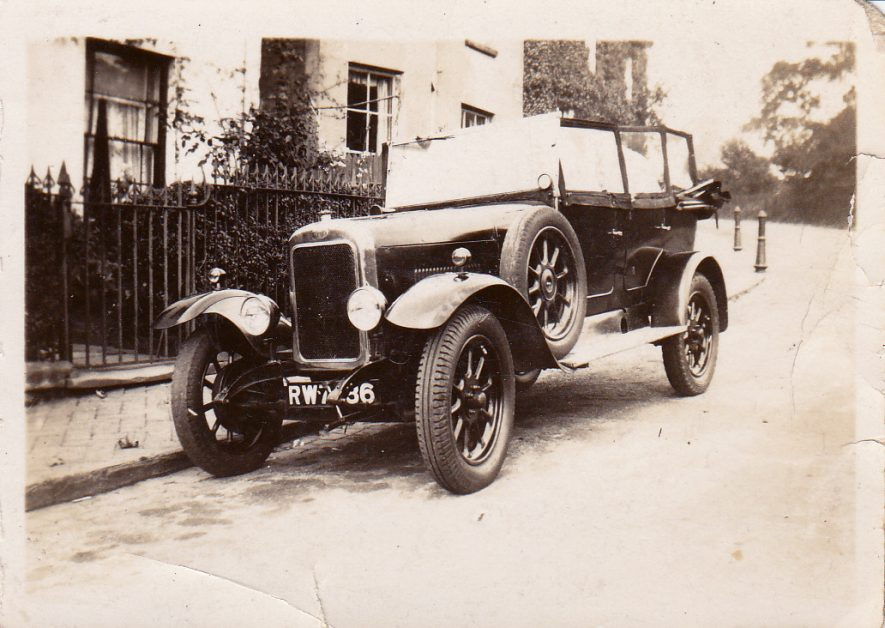 A Clyno car owned by the Rivers in Leamington Spa. c.1925-1935 | Image courtesy of Pam Rivers