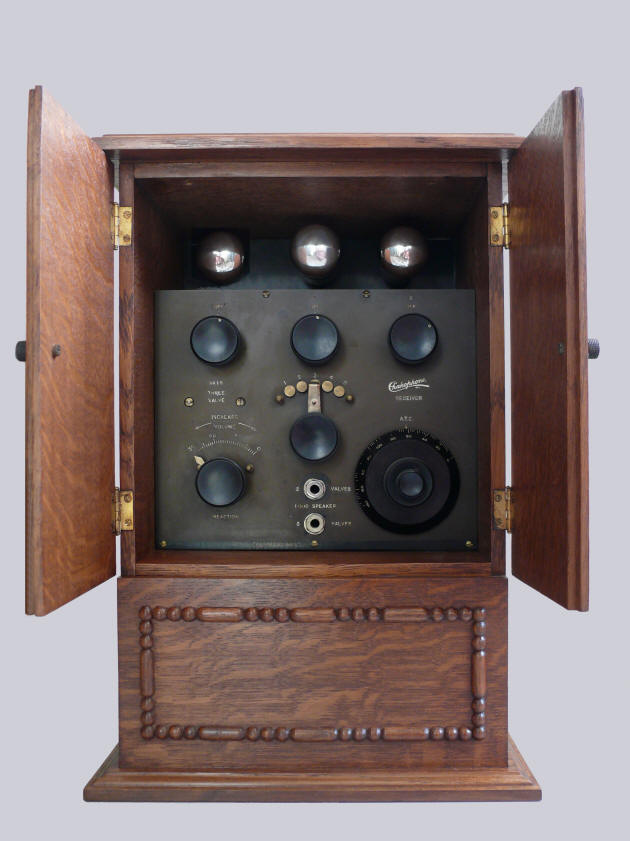 The front of a Chakophone 1B wireless set | Image courtesy of the Vintage Radio Web website