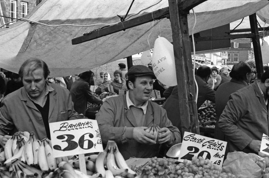 Market Day in Nuneaton, c.1984 | Image courtesy of Fred Hands, supplied by Nuneaton Memories.