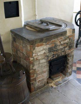 Laundry copper | Image originally uploaded by Prioryman to WIkimedia