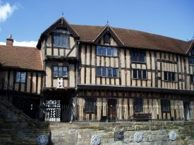 Lord Leycester's Hospital, Warwick, 2006. 3-storey timber-framed building with jetted 1st floor and tiled roof. Statue of bear & ragged staff over a wooden door, set up above a stone wall | Image courtesy of Anne Langley