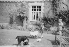 Manor House Farm, Wroxall. Garden side with my children, c.1962 | Courtesy of ED Graham