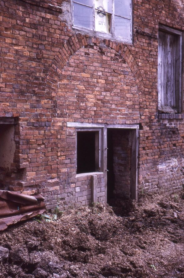 Arbury. Arbury Mill. Entrance to ground floor, July 1971 | Image courtesy of Tim Booth