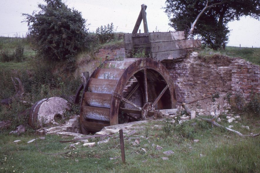 Monks Kirby. Cestersover Mill. Iron waterwheel 10ft x 3ft 7in, single pair of French millstones, wooden pentrough, July 1971 | Image courtesy of Tim Booth