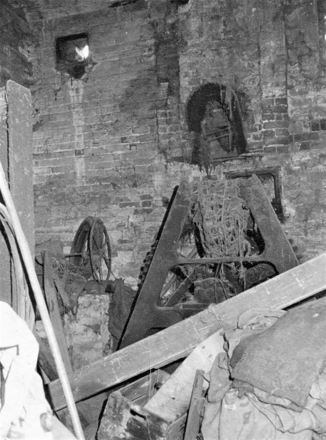 Ragley Needle Mill, March 1973. The iron stand supporting the inner end of the waterwheel shaft and iron spur gear. | Image courtesy of June Booth