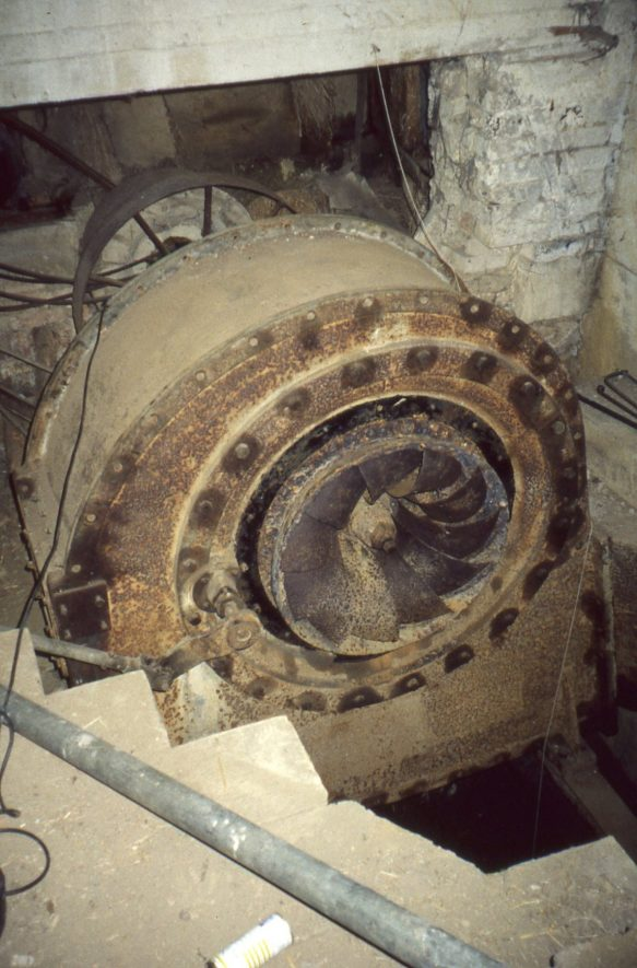 The turbine at Burmington Mill, 1998, after removal of the 'elbow' and showing the rotor. | Image courtesy of Tim Booth