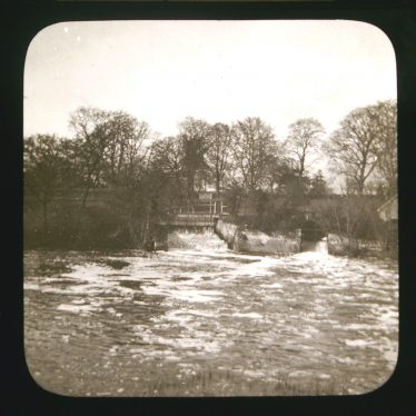 Blackdown Weir c. 1900. Bridge over weir and sluice on river with bare trees behind and part of small building | Image courtesy of Warwickshire CC, Rugby Library Local Studies Collection. Warwickshire County Record Office reference PH827/5/43. Photographer Rev. E. Dew