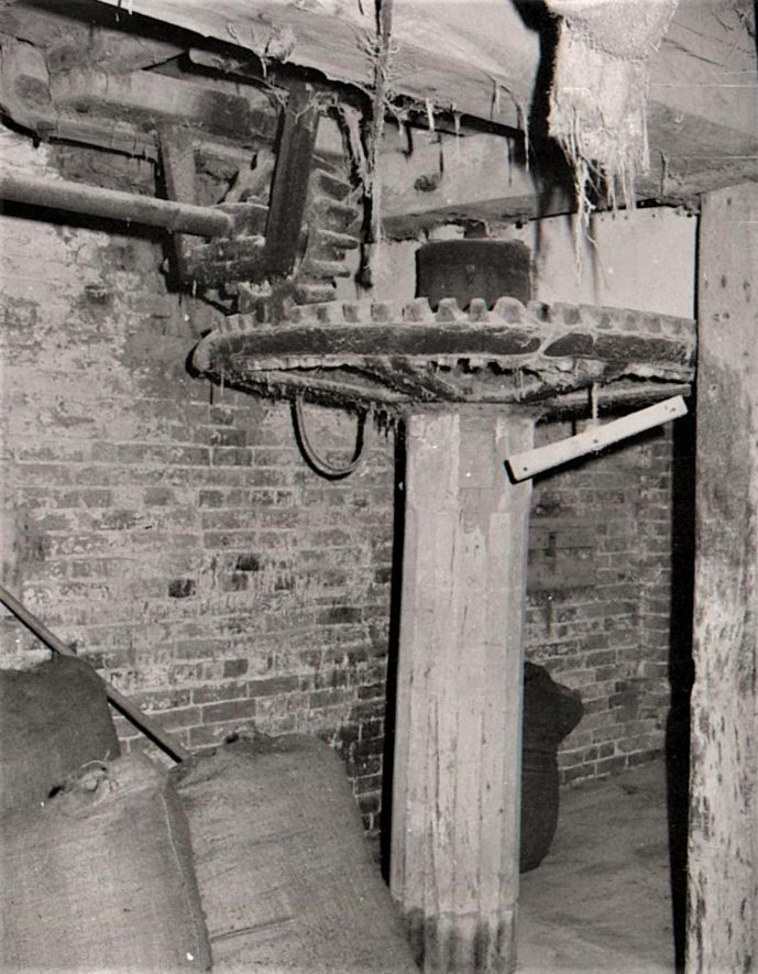 Maxstoke Mill, July 1971, first floor showing upright shaft and crown wheel. | Image courtesy of June Booth