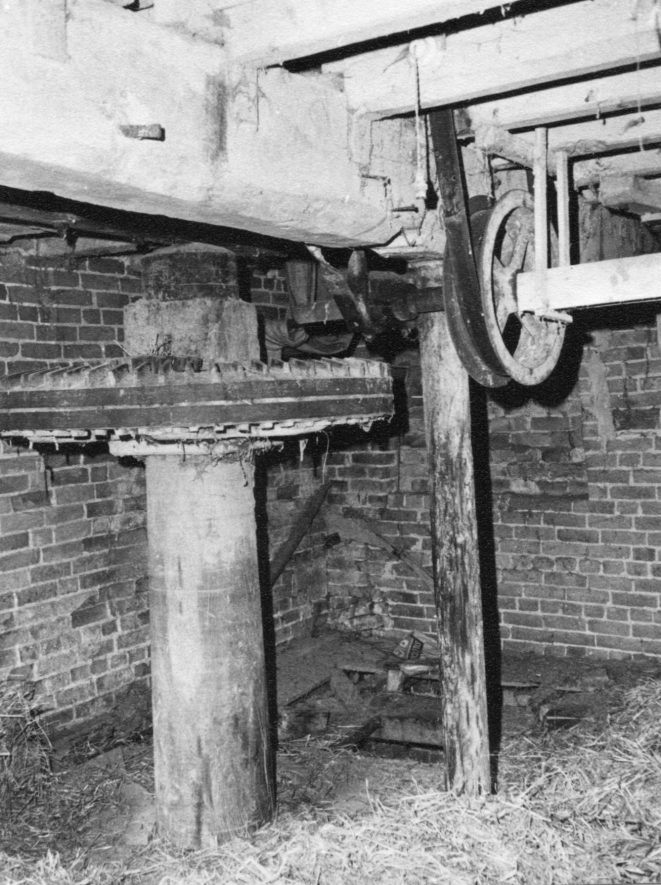 Welford Mill, April 1971. Upright shaft, crown wheel and sack hoist drive (driven by east wheel), first floor | Image courtesy of June Booth