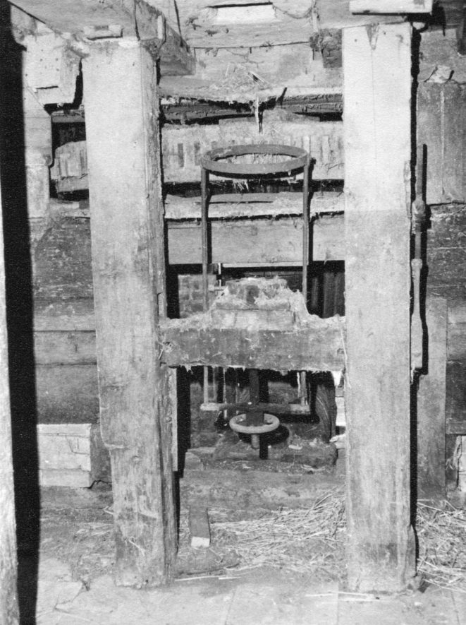 Welford Mill, April 1971. West wheel machinery, ground floor. | Image courtesy of June Booth