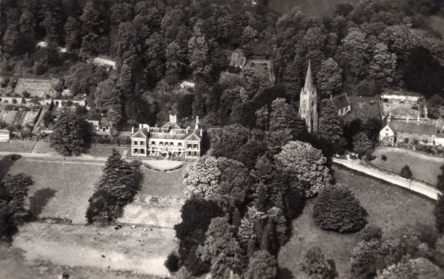 Avon Dassett. Bitham Hall Gardens, c. 1930s-1940s | Image supplied by Sylvia Dibbs. She mentions that the photo was given her by a member of the Sumner family, who were friends and neighbours of the Perry family at the hall.
